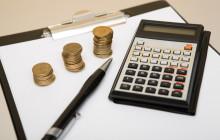 Калькулятор, бумаги и деньги