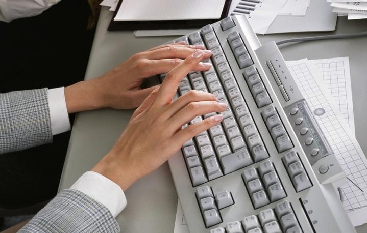 Клавиатура и женщина